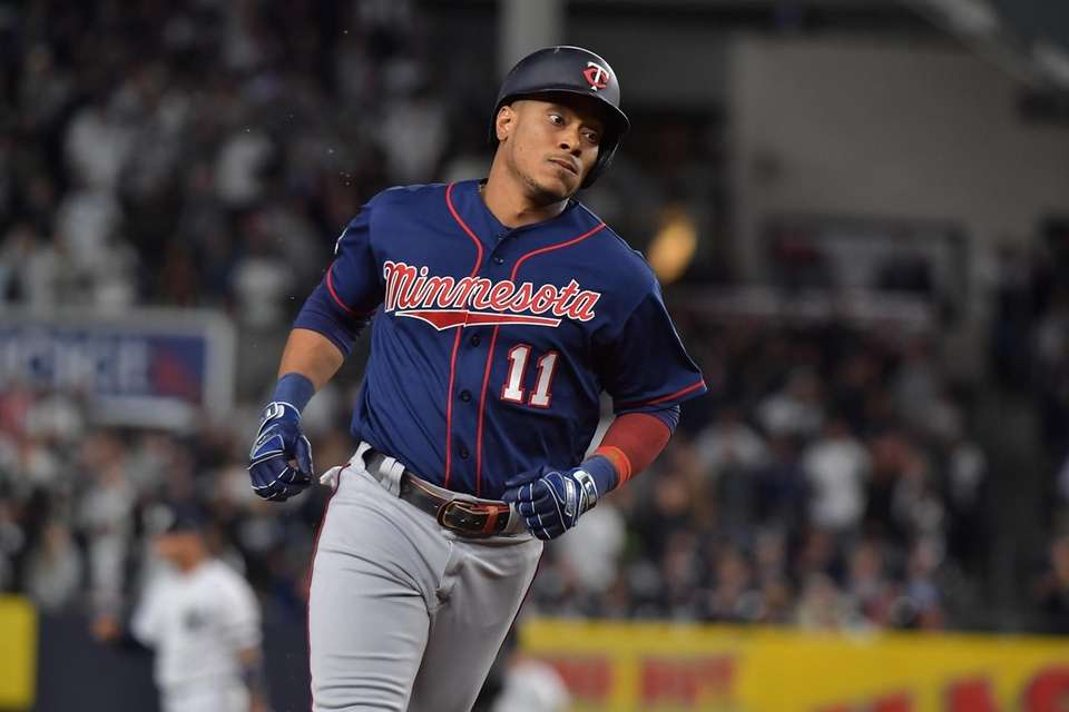 Minnesota Twins shortstop Jorge Polanco (11) rounds 3rd