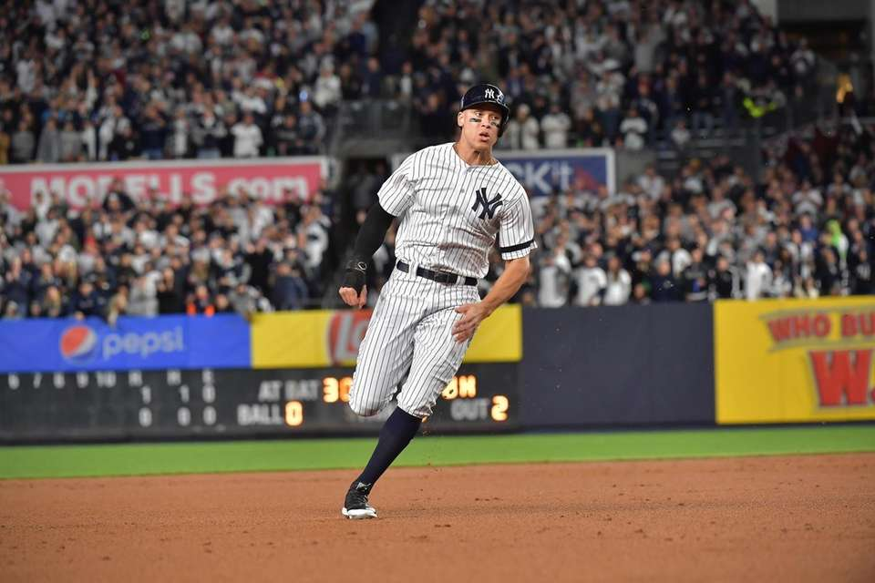 New York Yankees right fielder Aaron Judge (99)