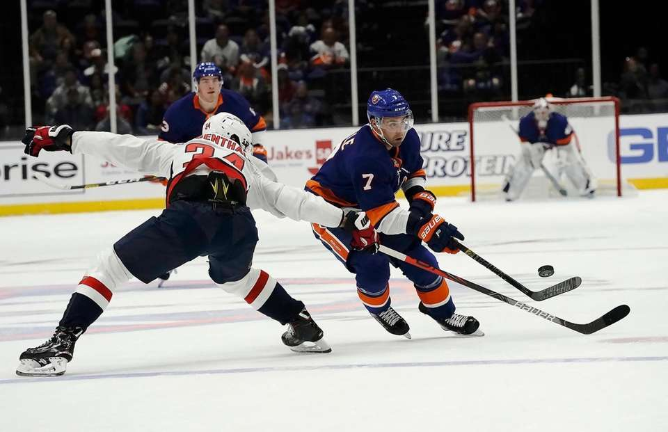 New York Islanders right wing Jordan Eberle (7)