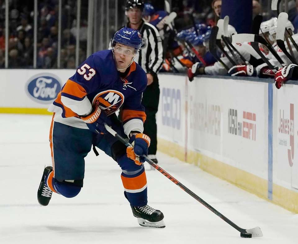 Islanders center Casey Cizikas (53) brings the puck
