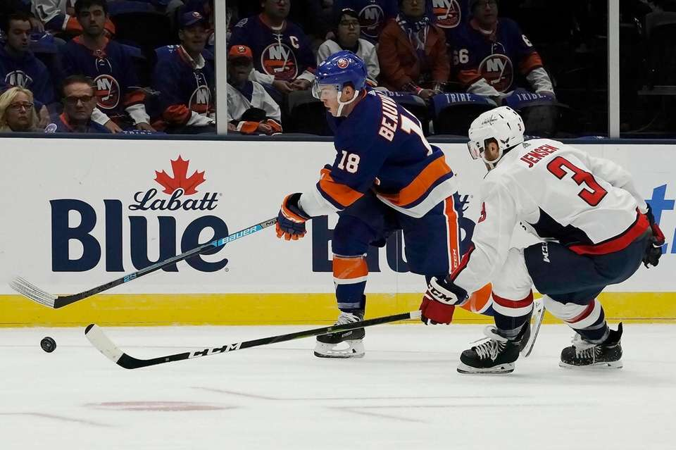 New York Islanders left wing Anthony Beauvillier (18)