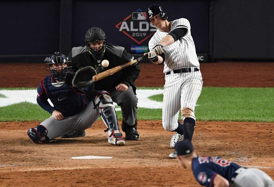 New York Yankees' DJ LeMahieu hits a solo