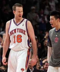 Steve Novak and Jeremy Lin talk during a