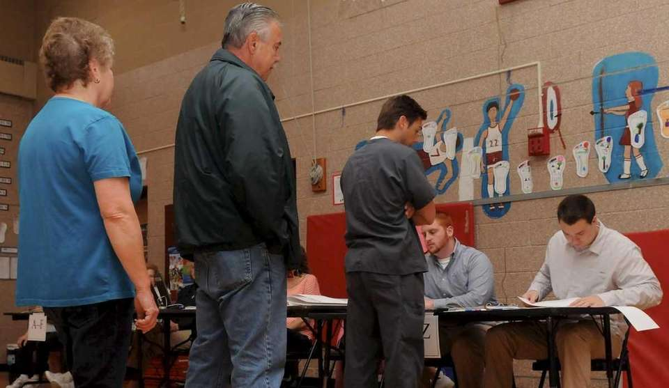 Voters line up at Ruth C. Kinney Elementary