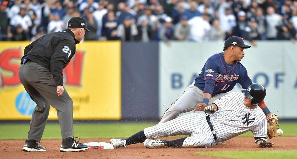 Yankees second baseman DJ LeMahieu is safe at