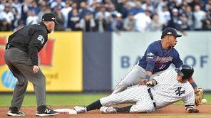Yankees second baseman DJ LeMahieu is safe at