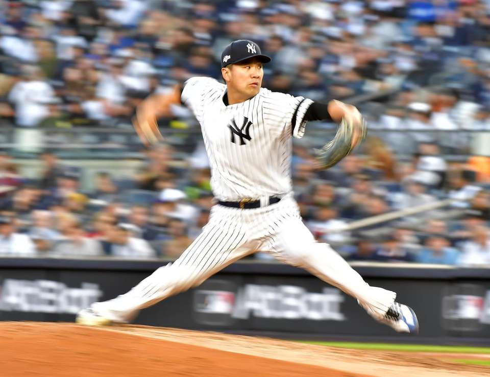 New York Yankees starting pitcher Masahiro Tanaka (19)