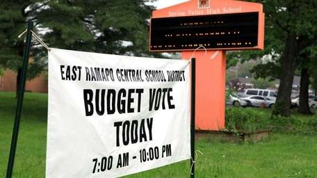 Voters head to the polls at Spring Valley