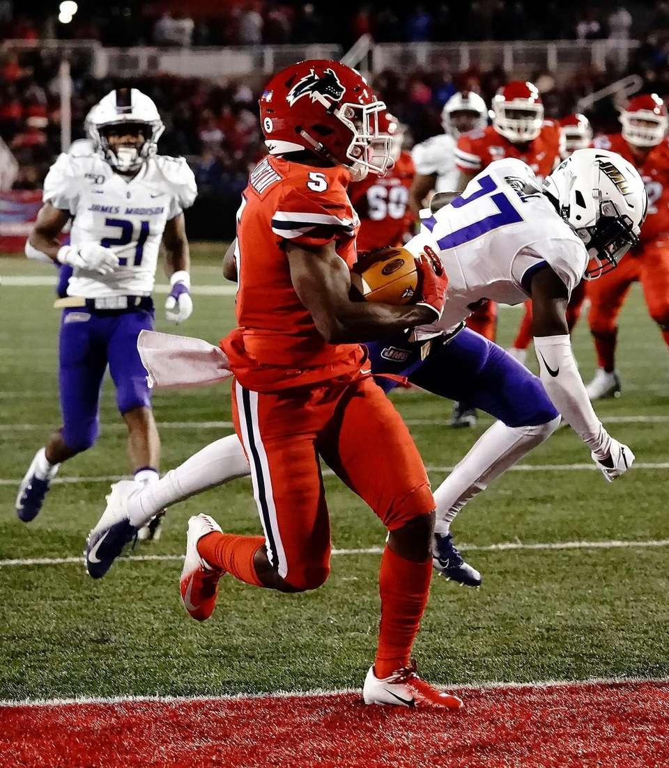 Stony Brook Seawolves wide receiver Jean Constant (5)
