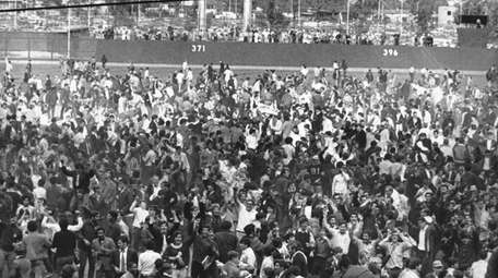 Fans flock onto the field at Shea Stadium