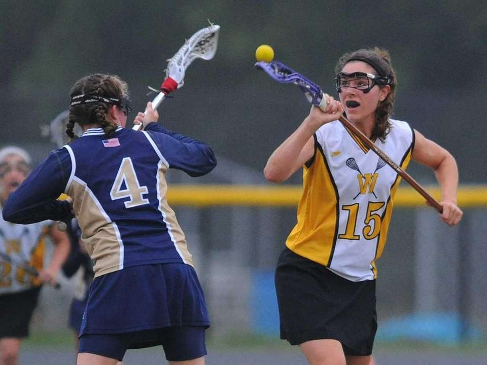 Wantagh's Kaleigh Craig, right, and Bethpage's Lindsay Cafiero