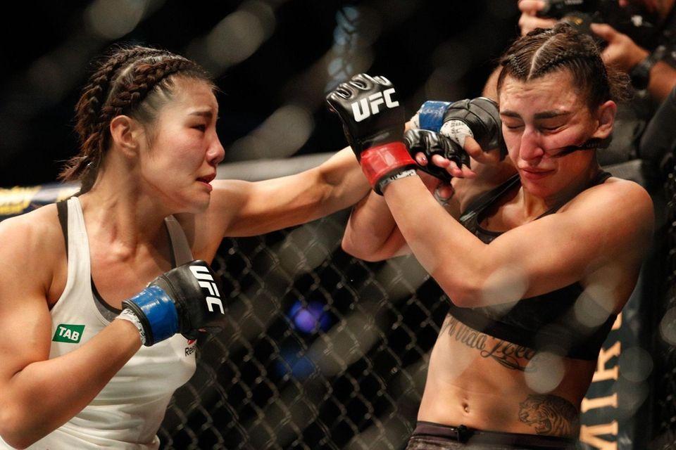 Kim Ji-yeon of South Korea (L) punches Nadia
