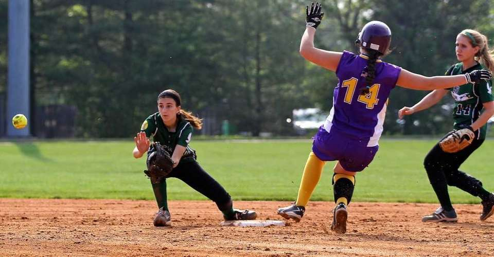 Locust Valley's Jackie D'Elia waits for the throw