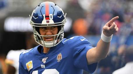 Giants quarterback Eli Manning before a game against
