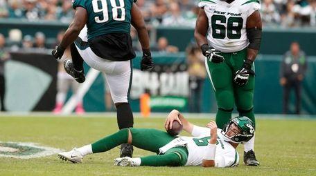 Eagles defensive tackle Hassan Ridgeway stands over Jets