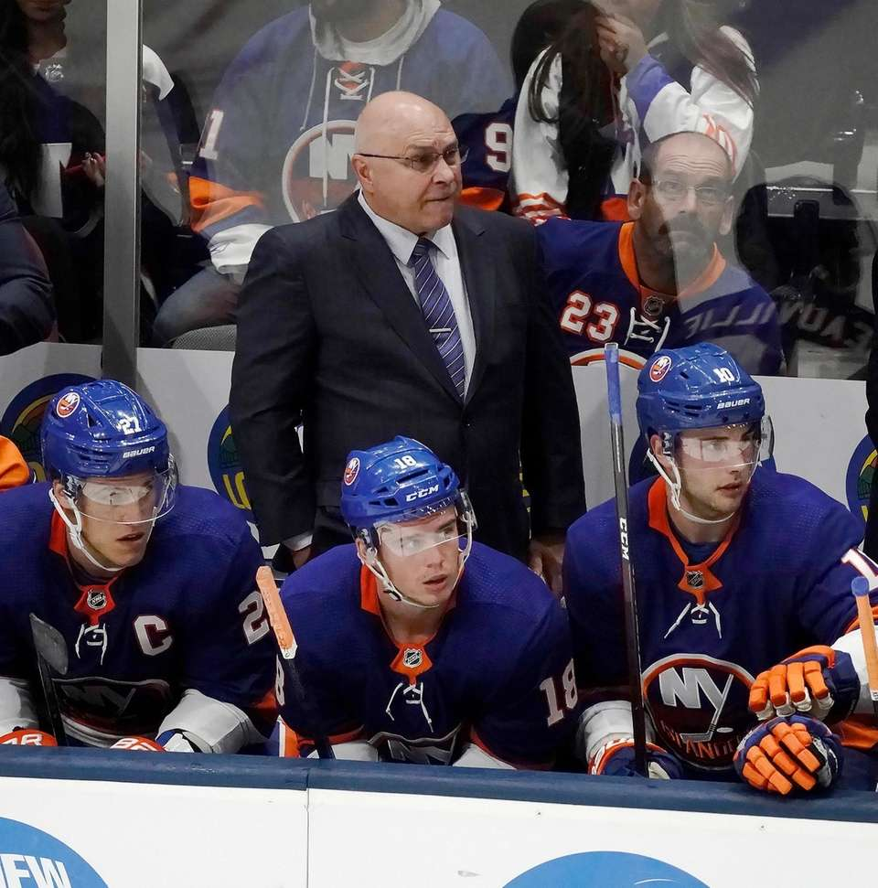 Ilsanders head coach Barry Trotz watches from the
