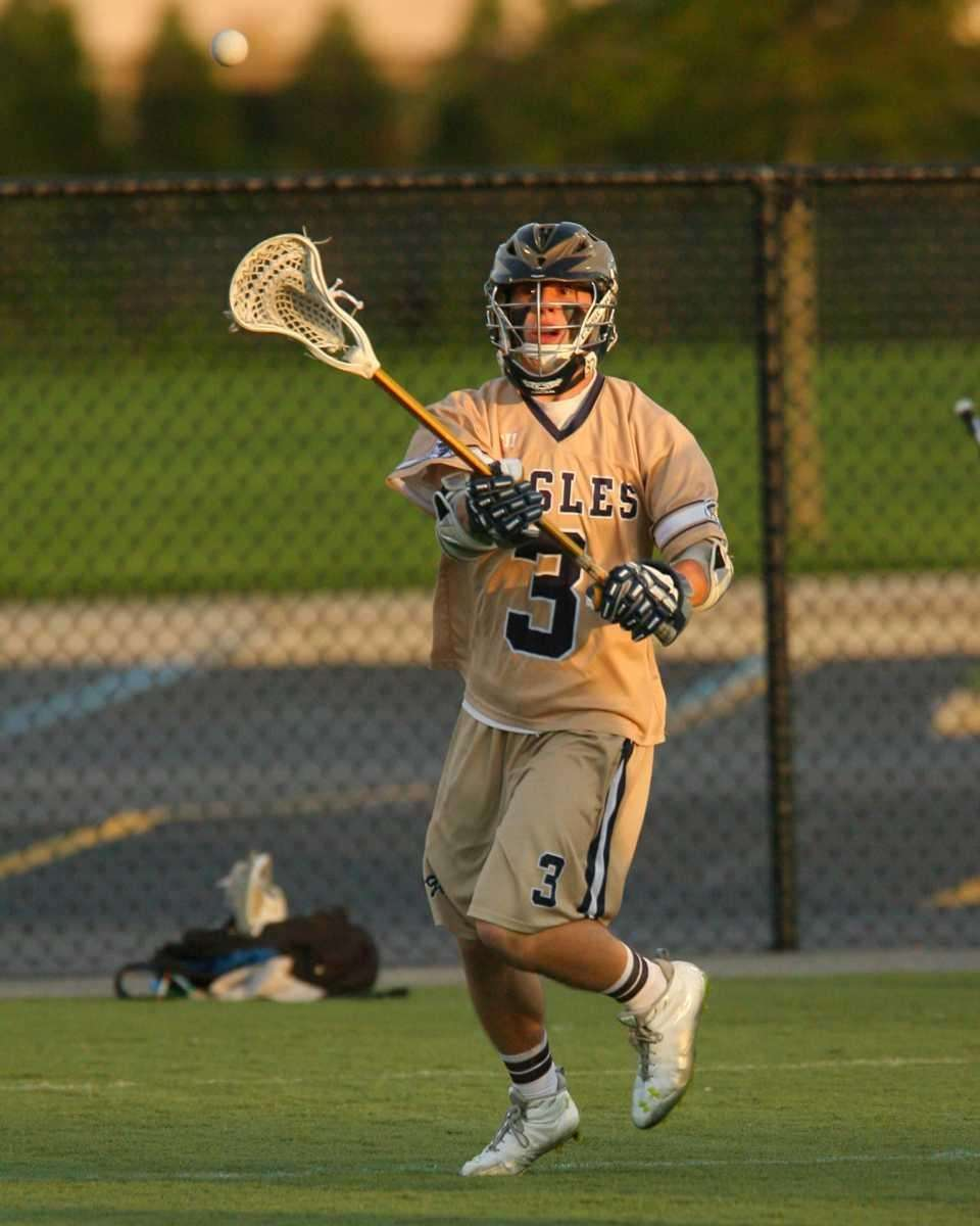 Bethpage's Jesse House passes the ball during a
