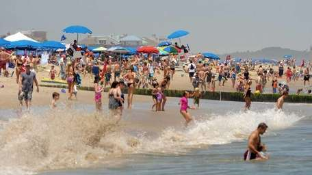Crowds at Rehoboth Beach. (July 2, 2011)