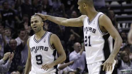 San Antonio Spurs' Tony Parker (9), of France,