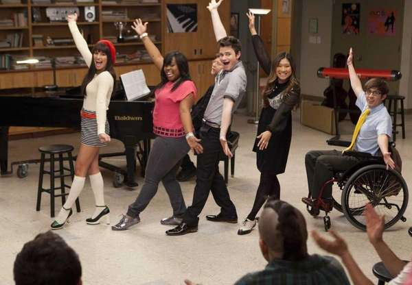 """The """"Glee"""" club performs in the """"Goodbye"""" season"""