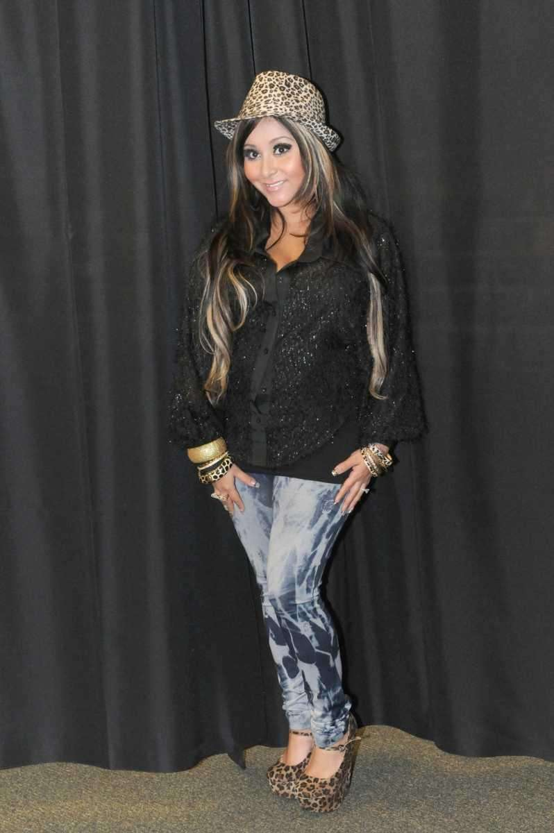 Snooki at Barnes & Noble in White Plains,