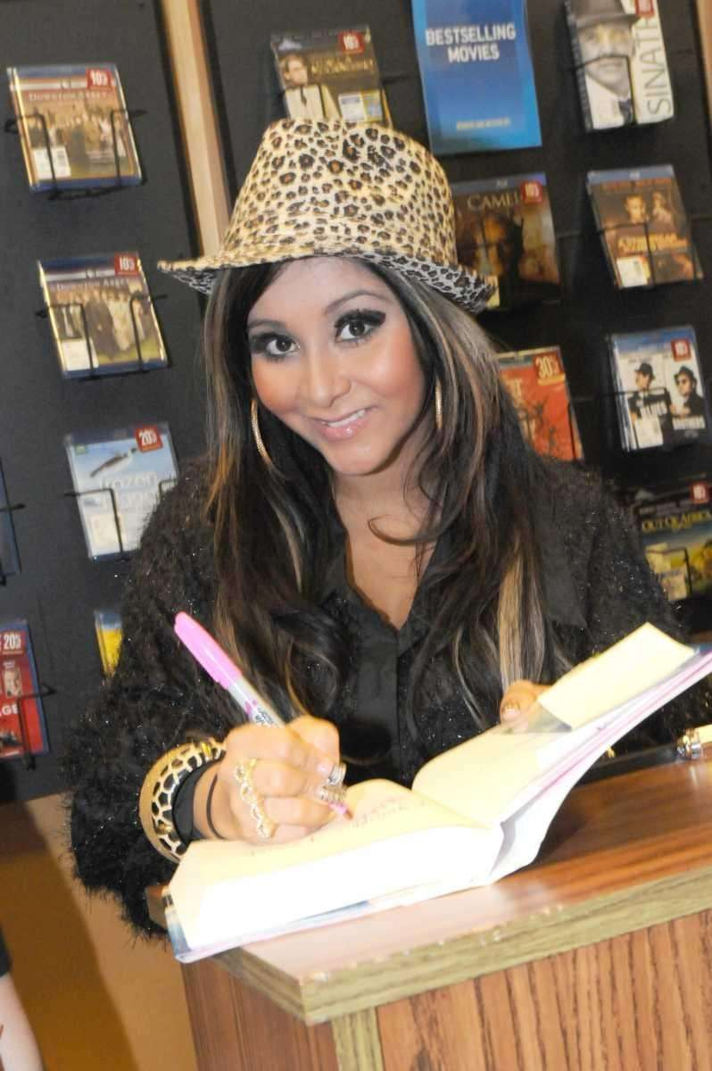 Snooki signs a copy of her new book