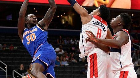 Knicks center Julius Randle goes to the basket