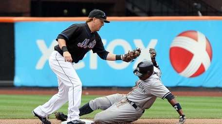 Curtis Granderson of the Yankees steals second base