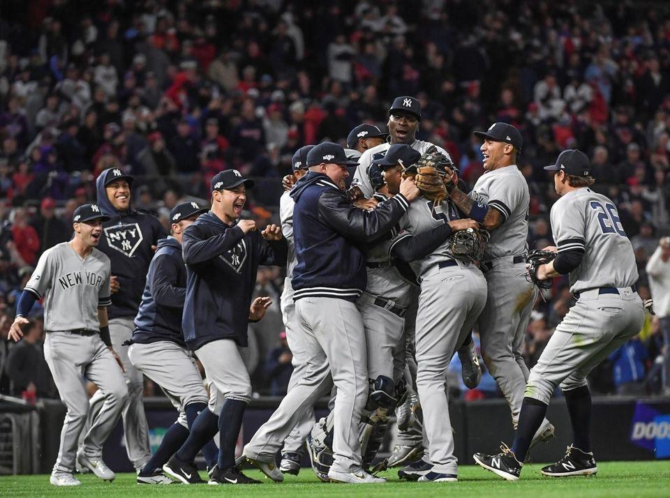 Didi Gregorius and members of the Yankees celebrate