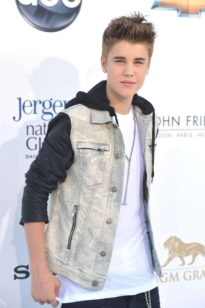 Justin Bieber arrives at the 2012 Billboard Music