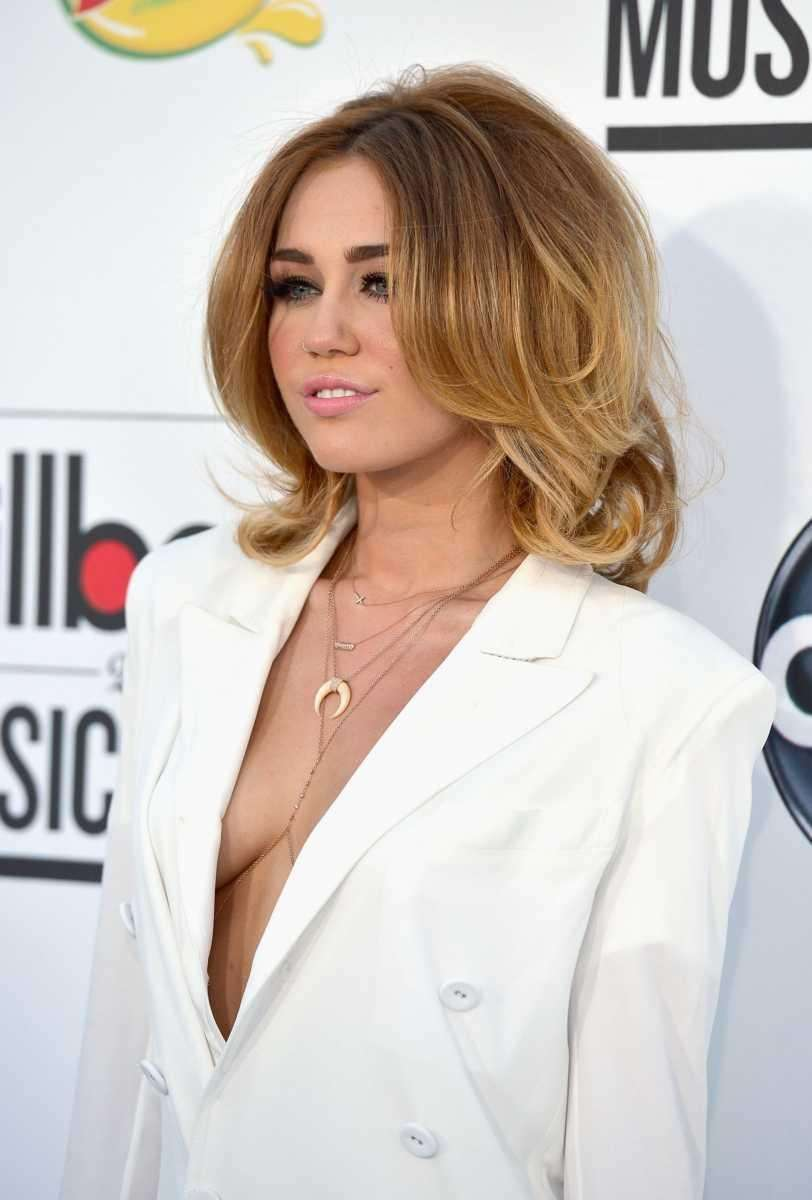 Singer Miley Cyrus arrives at the 2012 Billboard