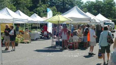 Patrons shop at the East Hampton Farmers Market