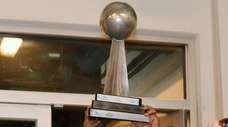 Long Island Ducks manager Wally Backman raises the