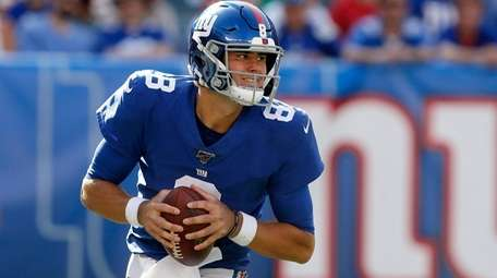 Daniel Jones of the New York Giants scrambles