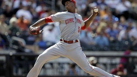 Cincinnati Reds relief pitcher Aroldis Chapman throws in