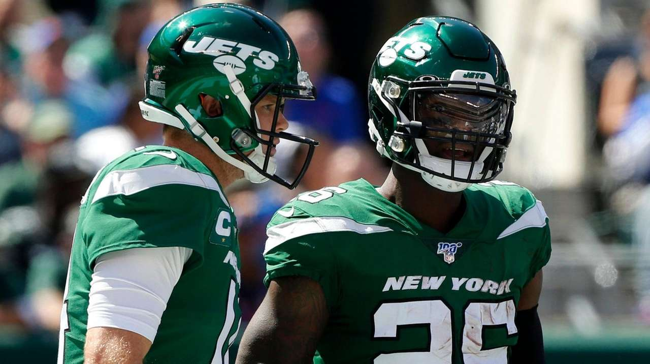 Darnold's return gives Le'Veon Bell a thrill