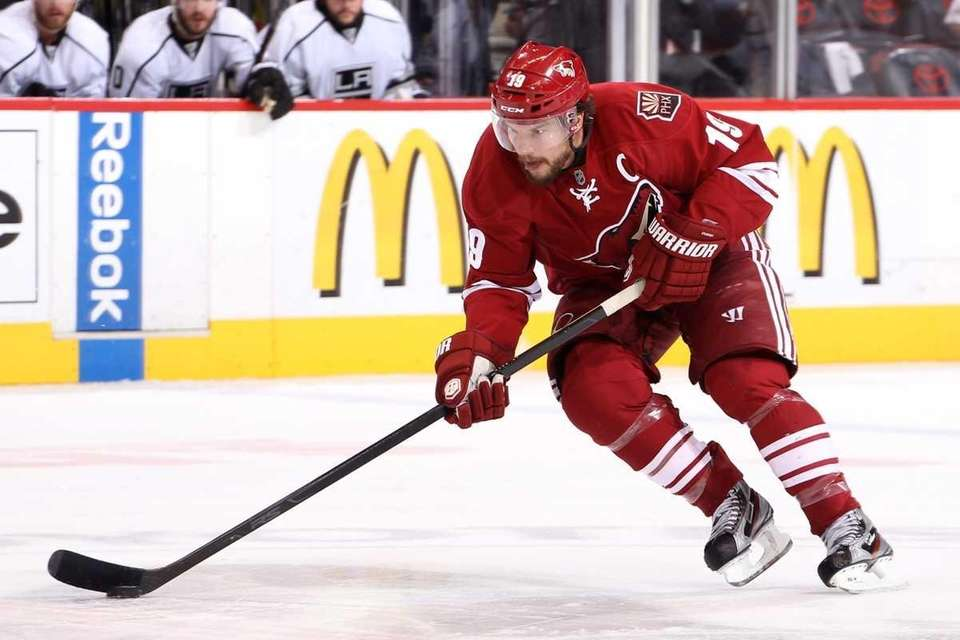 Shane Doan of the Phoenix Coyotes moves the
