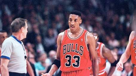 Chicago Bulls' Scottie Pippen argues with referee Bill