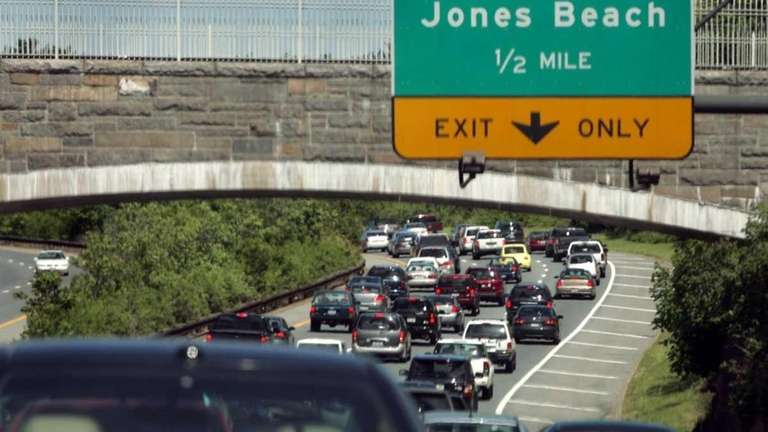 Eastbound bumper-to-bumper traffic on the Northern State Parkway