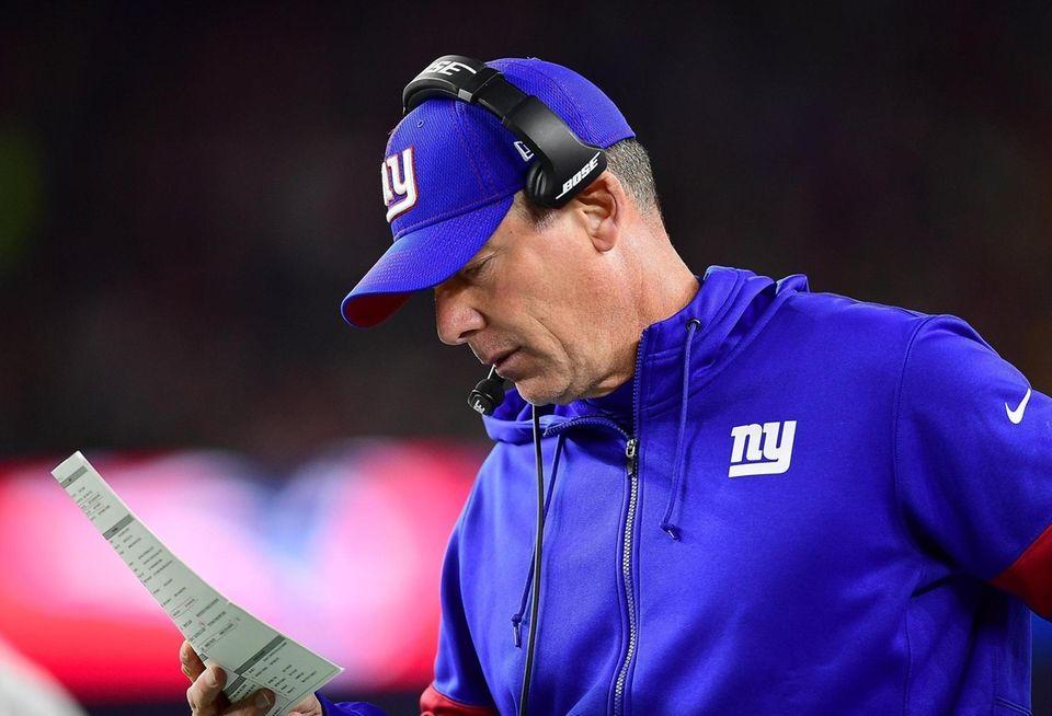 Head coach Pat Shurmur of the Giants looks