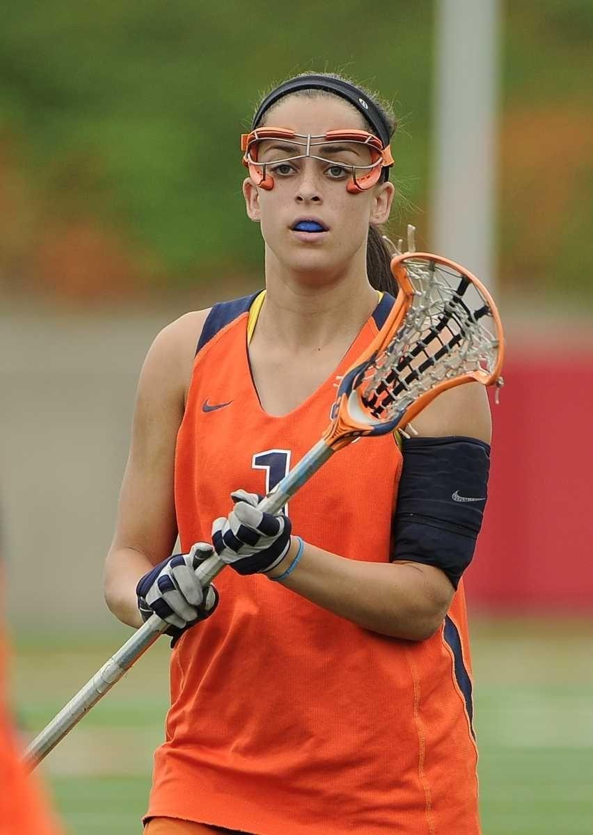 Syracuse University's Alyssa Murray looks for a pass