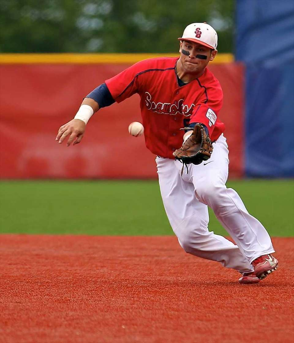 Stony Brook second baseman Maxx Tissenbaum #8 reaches