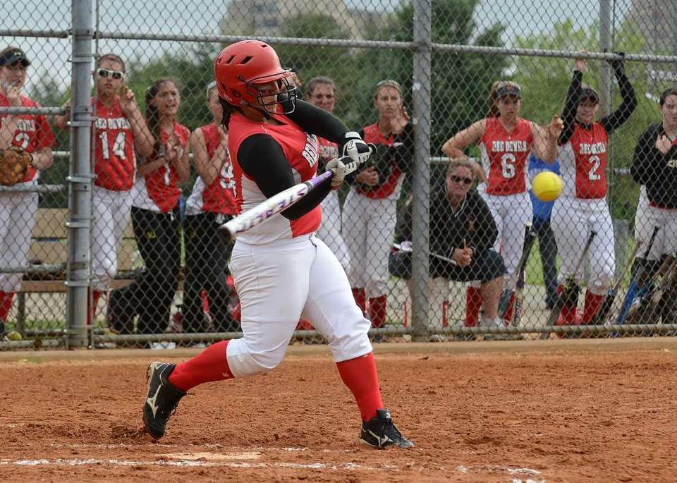 Plainedge's Giana Soriente drove in the winning run