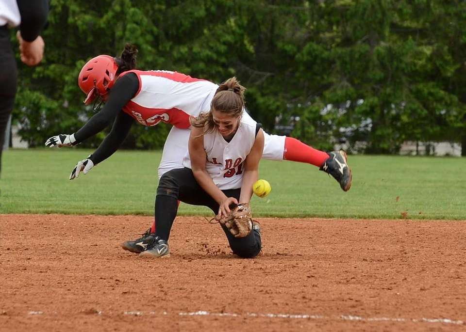 Plainedge's Giana Soriente collides with Nichole Pellegrino of