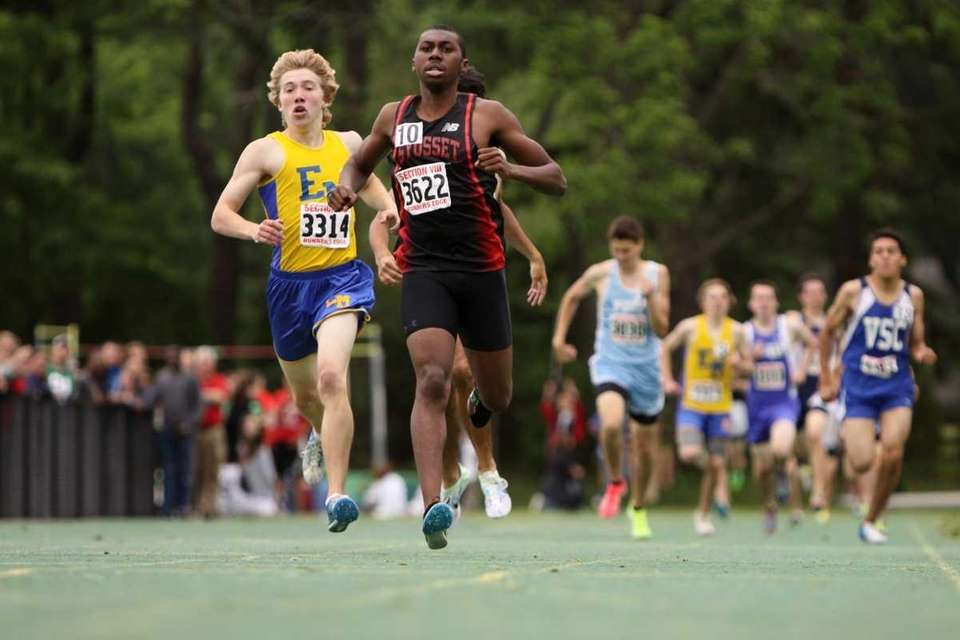 Syosset's Simon Nwana approaches the finish line Nassau