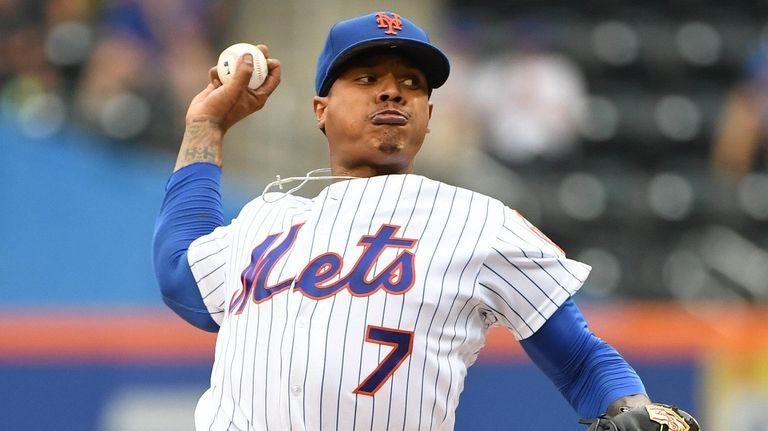 El lanzador titular de los Mets, Marcus Stroman, entrega contra el