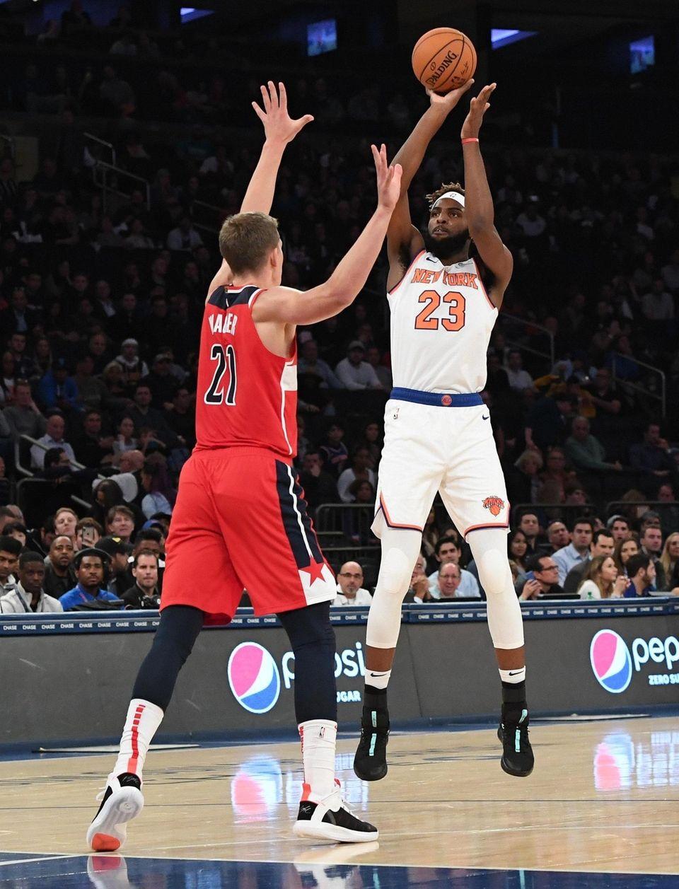 New York Knicks center Mitchell Robinson shoots past