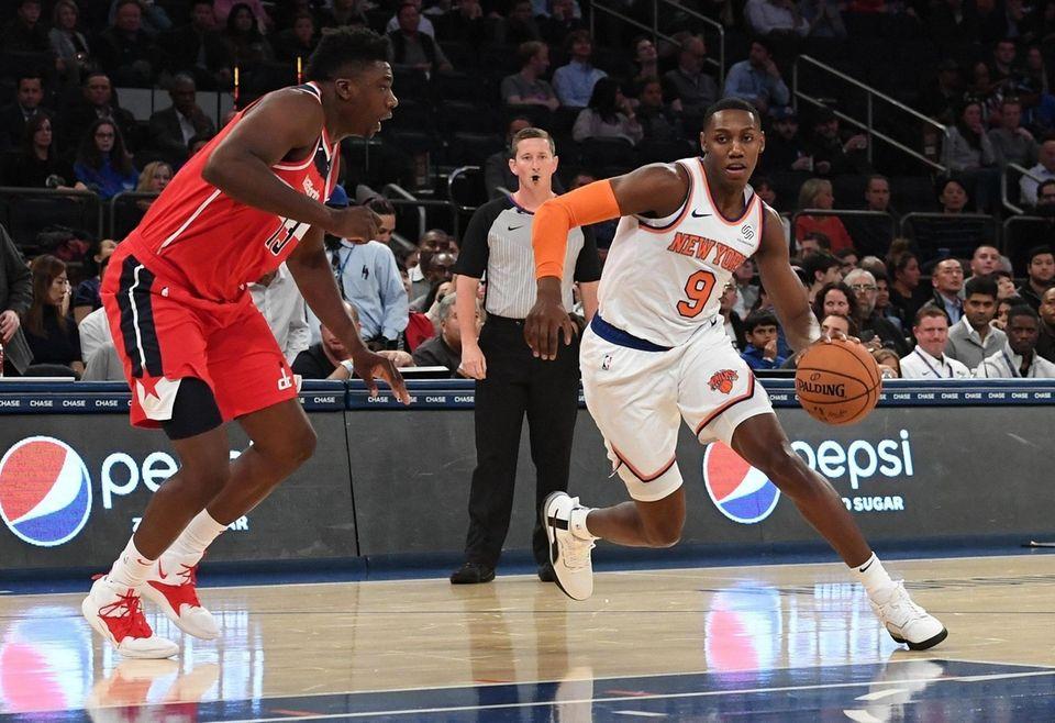 New York KnicksÕ RJ Barrett drives the ball