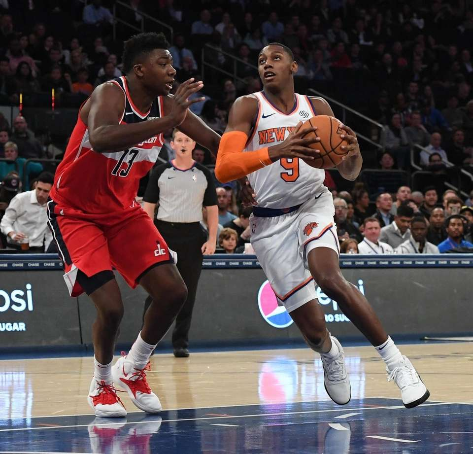 New York KnicksÕ RJ Barrett drives to the
