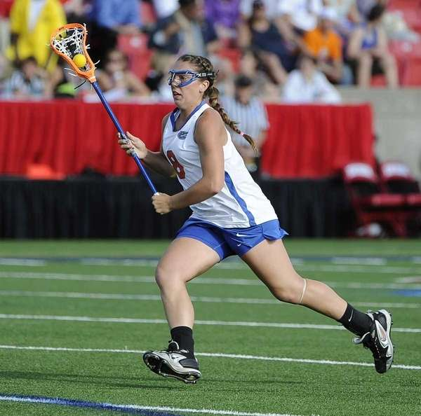 Florida midfielder Shannon Gilroy drives the ball against